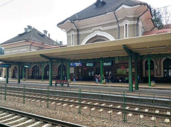 sinaia-travel-train-platform